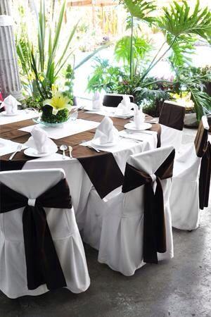 Decoración de cubre mantel en café para boda