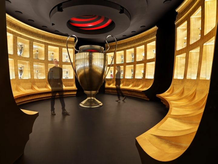 viewing/presentation room - seating along the wall and hologram image to display from the ceiling to in the middle of the room? #hitech presentation  . It also gives a look of riding in a spaceship ride !