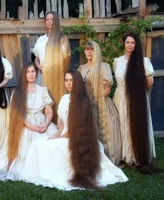 Возможно, многие вспомнят (а кому-то расскажут мамы и бабушки), что ещё в 50-е годы прошлого столетия было принято мыть голову раз в две недели. А мытье волос каждую неделю некоторые считали слишко…