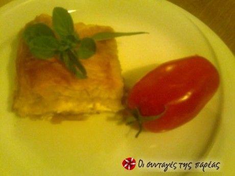 Τυρόπιτα με φύλλο κρούστας και φρυγανιές