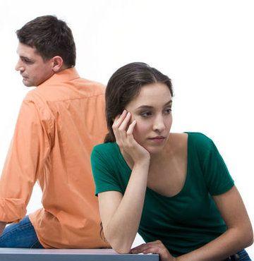 Genç çiftler arasında boşanma oranı niçin artıyor? Avukat Ayfer Eseryel, boşanma davalarında yaşanmış olan artışı değerlendirdi. #evlilik #boşanma #mutsuzluk #mutsuzevlilik #boşanmkararı
