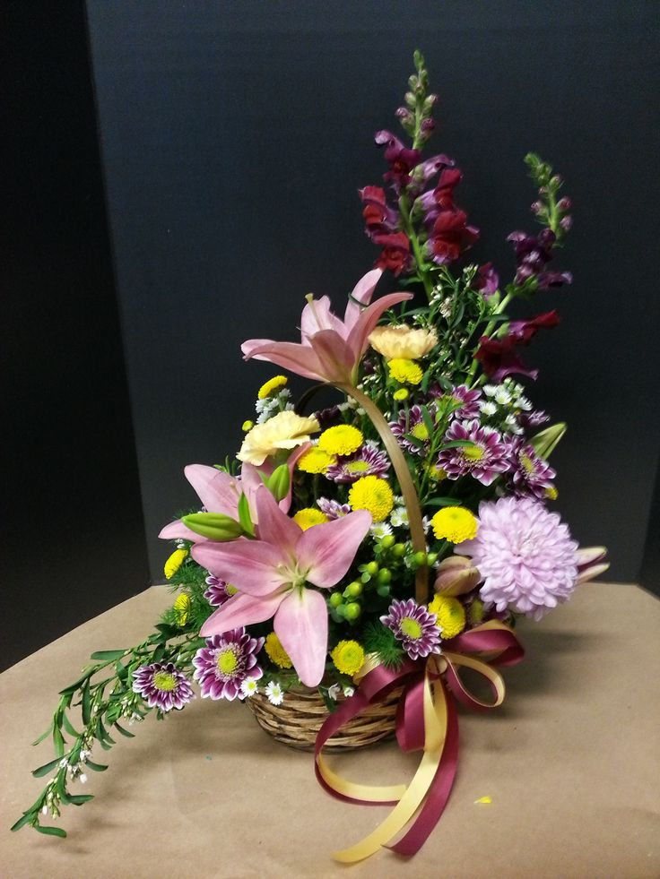 asymmetrical triangle arrangement timed at 21 min lilies mums snapdragons carnations wax. Black Bedroom Furniture Sets. Home Design Ideas