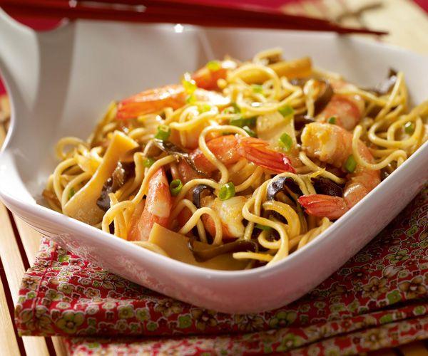 Vous n'avez pas de temps pour préparer le nouvel an chinois ? Voici une recette simple et rapide : les nouilles aux crevettes et champignons noir.