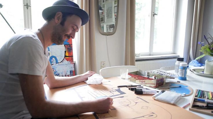 Frank Höhne brought us into his home and studio space in Berlin to show how (and why) he works as an illustrator. Pen in hand, Höhne works quickly, intuitively,…