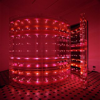 Susanne Rottenbacher - Repulsed light art installation