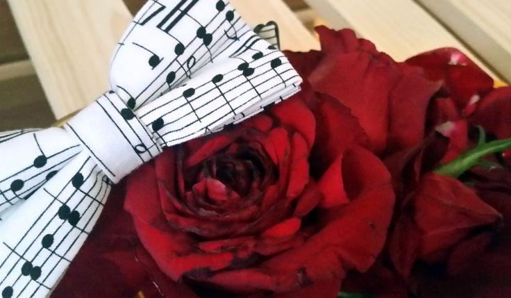 Muzyczna Mucha - idealny pomysł na prezent dla modnego mężczyzny #ek #edytakleist #dodatek #styl #look #boy #men #wedding #dziecko #elegant #muzycznamucha #handmade #suit #muchasiada #rzeczytezmajadusze #instaman #neckwear #instagood #instaman #finwal #bowtie #bowties #mucha #muchy #prezent #gift #instalike #prezent #naprezent #handmade #rekodzielo