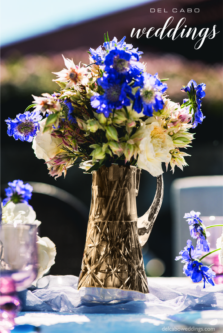 Lovely shabby chic centerpieces for your destination wedding in Cabo! Combine soft tones with a beautiful setting!