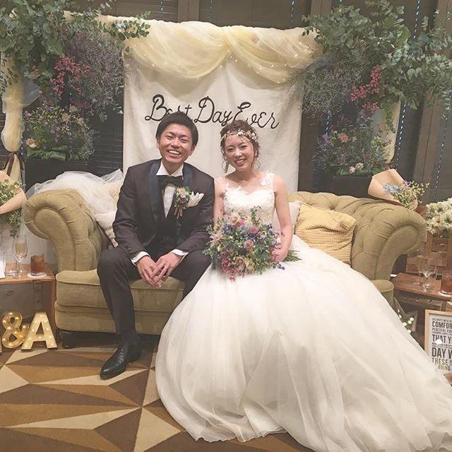 . 2017.10.14 昨日無事に結婚式を挙げることができました✨ . 心配していた天候も、挙式、披露宴の間は雨も降らず、神様ありがとうございます✨ . ほんとうにたくさんの方にお祝いして頂き、幸せいっぱいでした . こつこつ準備してきて、イライラしたこともほんとに結婚式辞めたいと思ったこともあったけど、ほんとにほんとにほんとーーーーに!!!挙げてよかった . あたしが痩せきれんかったのが唯一の心残り . 落ち着いたら記録用にたくさん載せさせてください♀️ . . #ちーむ1014#プレ花嫁#全国のプレ花嫁様と繋がりたい#プレ花嫁卒業#卒花嫁#花嫁#福岡花嫁#ナチュラルウェディング#ガーデンウェディング#高砂#高砂装飾#高砂装花 #高砂ソファー#高砂ソファhappywedding#marry花嫁#marry#wedding#結婚式#ブライダル#ウェディングニュース#ウェディングドレス#ウェディングヘア#花嫁ヘア#クラッチブーケ#花嫁diy#2017秋婚#ハナコレストーリー#farnyレポ#ウェディングレポ
