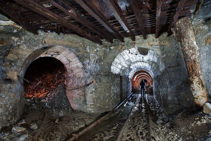 https://flic.kr/p/BvjrCc | Voie ferrée | Carrière souterraine de pierre à ciment.