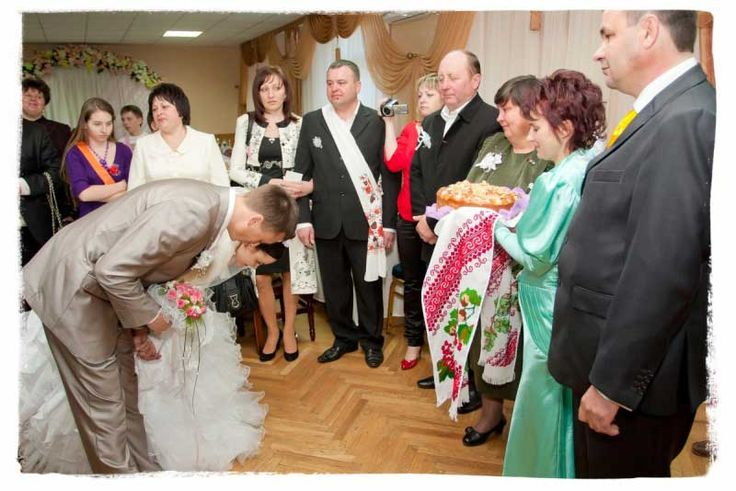 Bread and salt are offered to the newlyweds by both parents as a symbol of health, prosperity and long life.