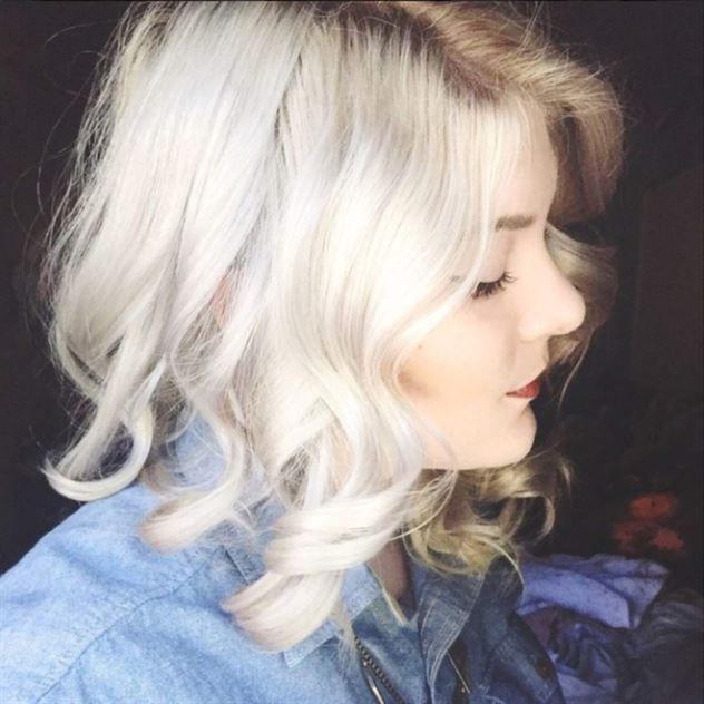 självlockigt grått hår frisyr - Sök på Google