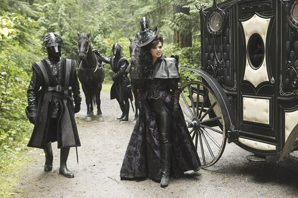 I love how Regina always dresses like a combination rich mourner/black widow(Avengers widow I mean) in the fairy tale world. She's a classy, dark ninja if I ever saw one.