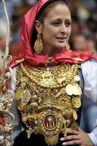 In August every year, the town of Viana do Castelo, Portugal celebrates the Festival of Nossa Senhora d'Agonia. This is one of the beautiful girls of the Minho region dressed in traditional costume using her family jewels.