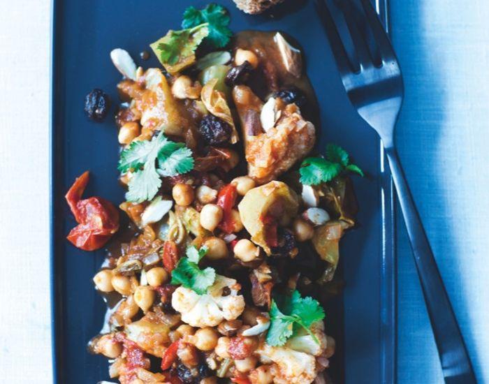Blomkålskarry - Prøv denne opskrift på en skøn indisk-inspireret ret med masser af lækre smagsnuancer. Et vegetarisk måltid med skønne krydderier og grov struktur!