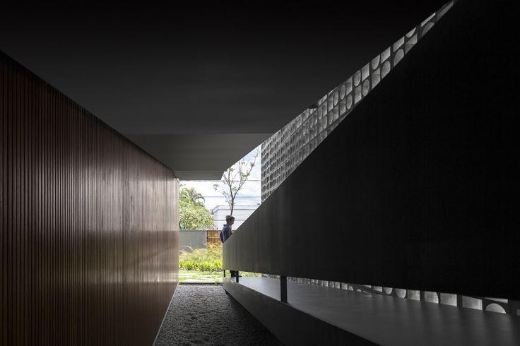 // B+B House by Studio MK27+ Galeria Arquitetos. Photo: Fernando Guerra   FG+SG