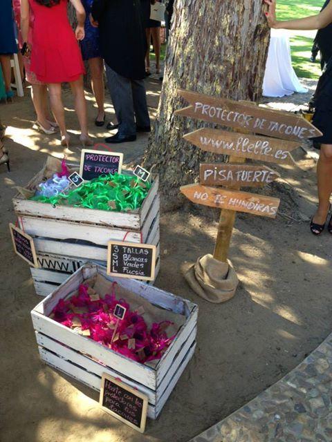 Souvenirs de boda originales y útiles: tapones para zapatos de tacon y ninguna invitada se quedara clavada o se le arruinaran los zapatos!!