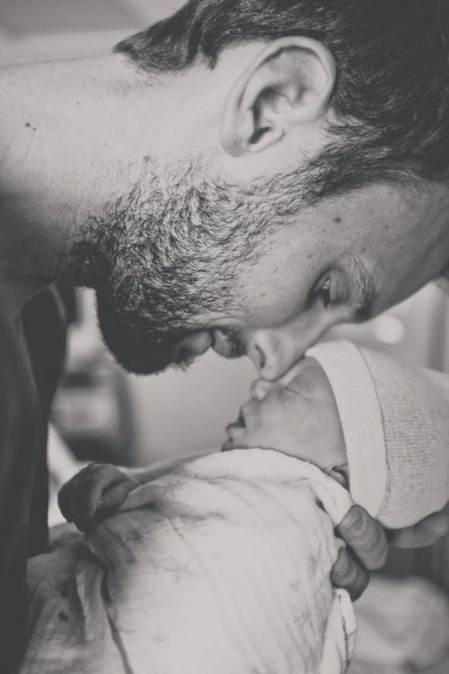 I want a pix like this of my husband and baby <3