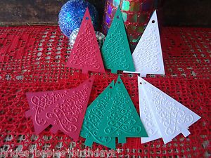 10-Kraft-Gift-Swing-Tags-Embossed-Merry-Christmas-Tree-Red-Green-White-Present