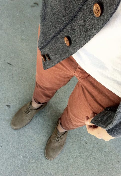 Brick brown trousers with white tshirt and grey cardigan #menswear #fashion #style