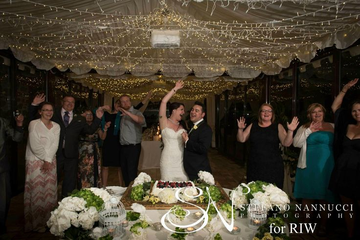 The ceremony of the cutting of the cake is the end of the dinner but it is also the beginning of an amazing party!!!! Photos by Stefano Nannucci