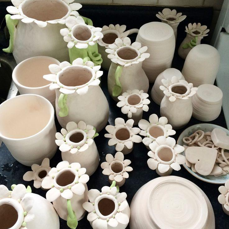Meg Leslie creates beautiful porcelain vases. MUDD.ca