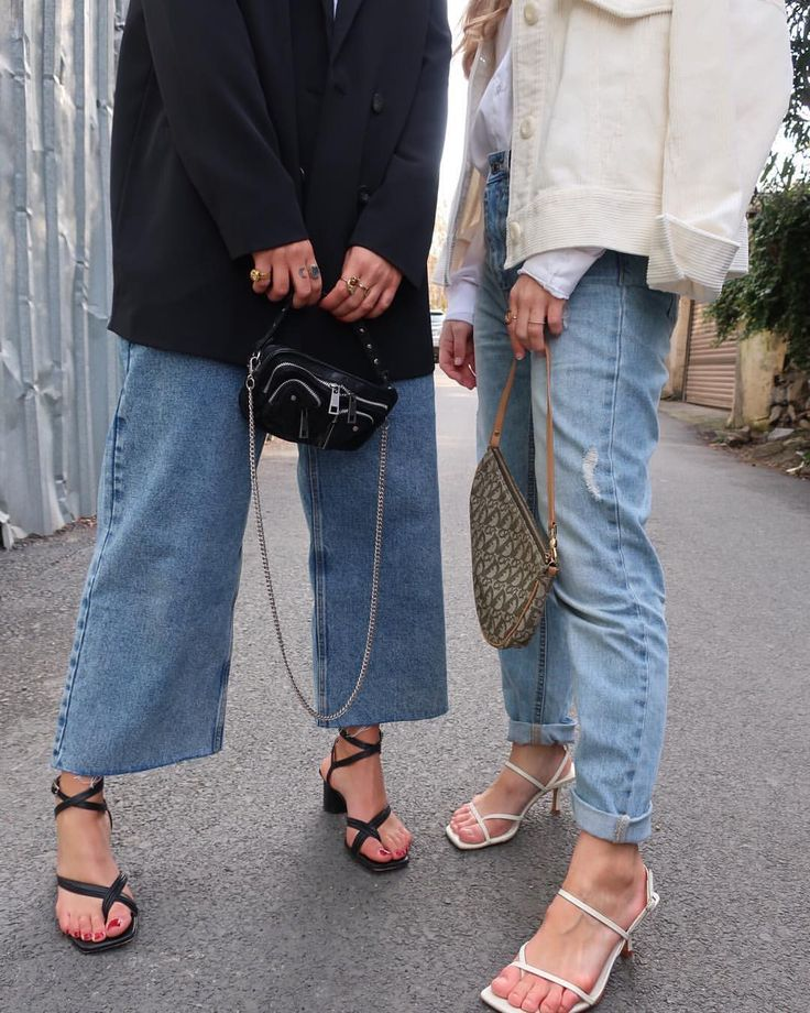 Baggy clothes/ Heels = Comfortable & Feminine 💚