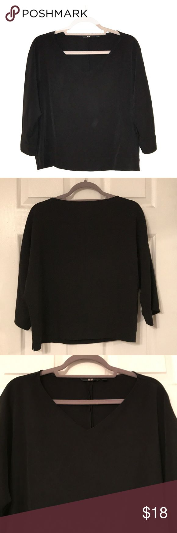 3/4 Trumpet Sleeve Uniqlo Top Chic trumpet sleeved and slightly drape-y V-neck top. Perfect for work or happy hour with a slim cut pant or brightly colored skirt! Uniqlo Tops Blouses