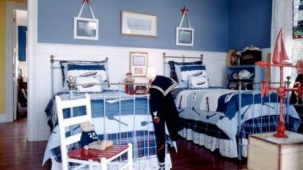Blue Wall and Beds Decor in Small Boys Bedrooms
