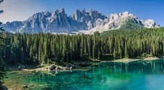 Rund um den Karersee. Ein kurzer Wanderbericht mit vielen eindrucksvollen Fotos vom Bergsee in den Südtiroler Dolomiten.