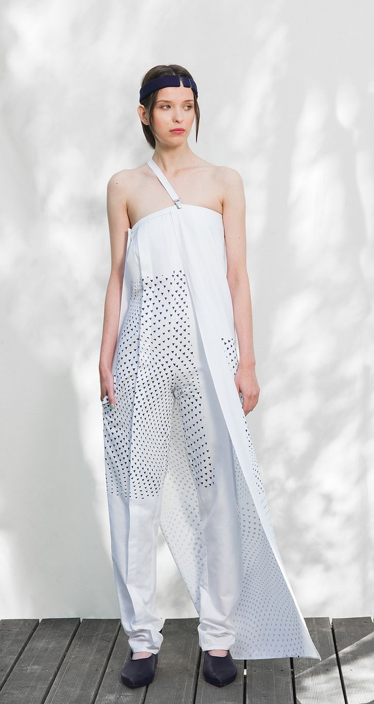 Marcin Romaniuk, a talented graphic designer,  created a floatable pattern, as an expansion of the brand visual identification. Pattern silk printed on the clothes and accessories from Zero Waste project empowers the A small body or accumulation of ore collection.