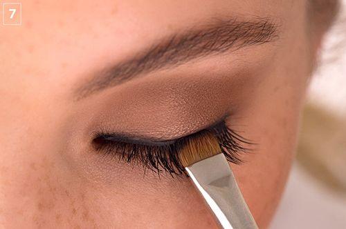 Dernière étape de la pose de faux cils #maquillage #beauté #astuces