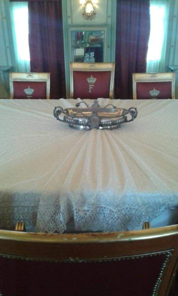 اليخت الملكى محروسة الذى أقل الملك فاروق الى منفاه يعد يخت المحروسة أحد القصور الملكية العائمة بما يحتويه من نقوش و زخارف و لوحات زيتية لأشه Egypt