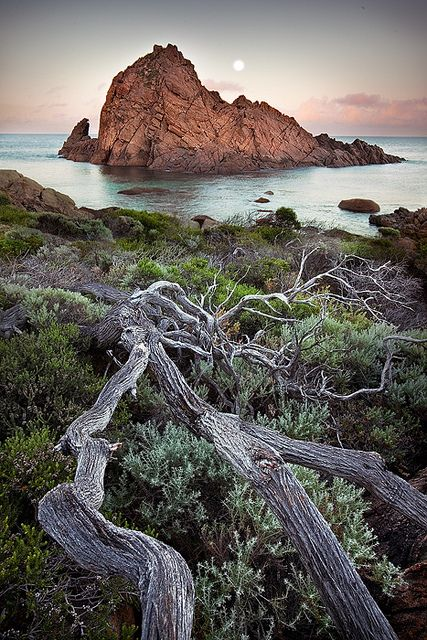 Moonset, Sugarloaf Rock, Western Australia