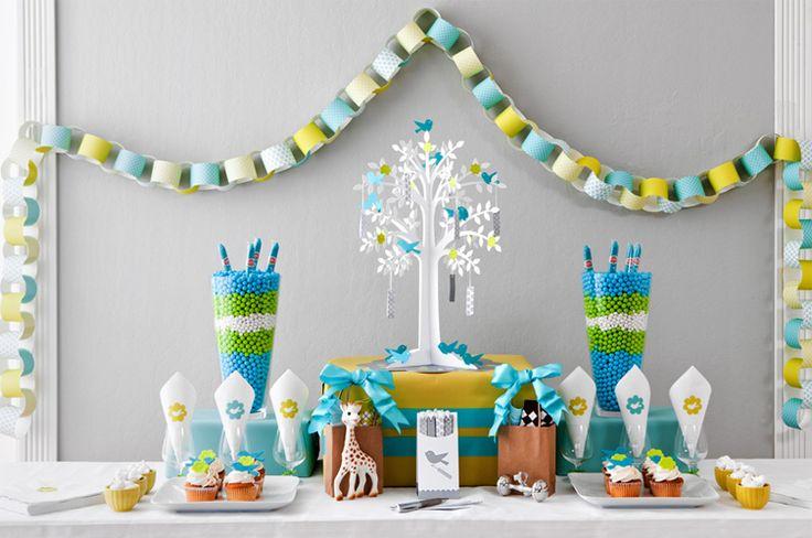 60 идей как украсить комнату на день рождения ребенка http://happymodern.ru/kak-ukrasit-komnatu-na-den-rozhdeniya-rebenka/ Гирлянды ручной работы из разноцветной бумаги - простое и одновременно яркое украшение комнаты на детский праздник