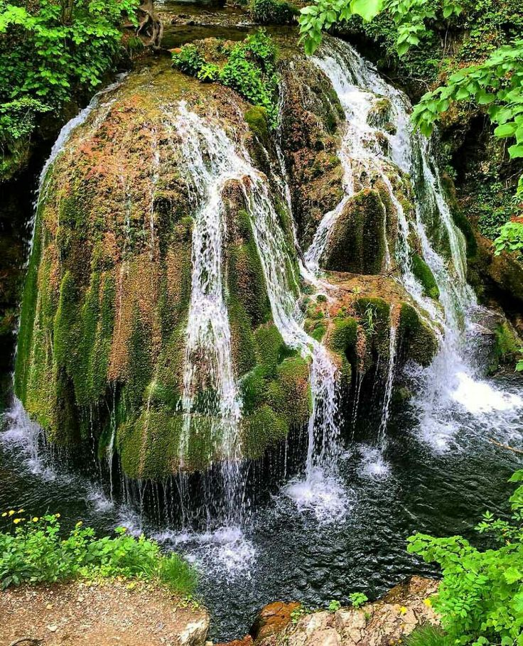 Izvorul Bigăr in Romania is one of the most famous and beautiful waterfalls in the world. The waterfall is located in the south of the Anina Mountains, on the upper Anina River, in the Cheile Nerei-Beușnița National Park.