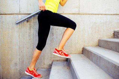 Dans cet article, nous avons regroupé 6 exercices qui font brûler énormément de calories. Mettez-les en pratique sans tarder !