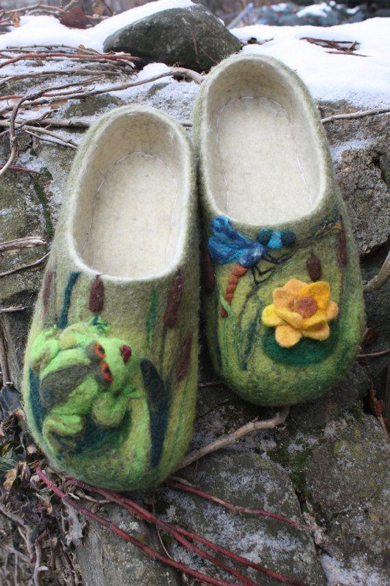 @Toni Burgau...look at these!  Felt slippers - frog, dragonfly, water-lily.  IrinaU Etsy.
