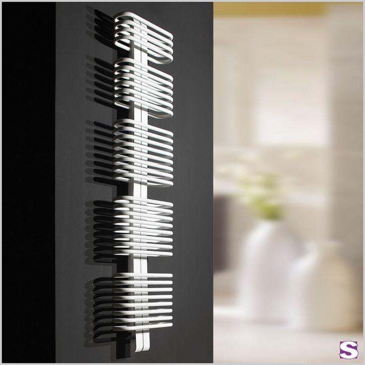 Badheizkörper elektrisch E-Rado - SEBASTIAN e.K. – Der Harmonische. –  In E-Rado sind Harmonie und Funktionalität vereint.  Ausgewogene Optik wird durch modernste Heiztechnik und hochwertige Verarbeitung ergänzt.  Die nach vorne gebauten Rundrohre sind bestens geeignet um Ihre Handtücher und Textilien zum Trocknen und Wärmen aufzuhängen. E-Rado ist in neun Abmessungen und einer Vielzahl von Farben lieferbar.