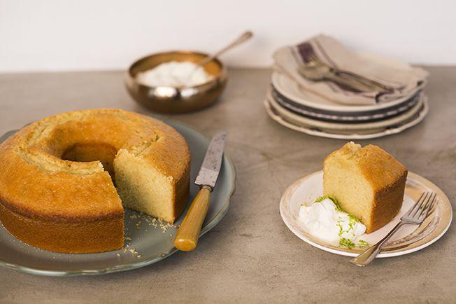 O bolo mais famoso do Panelinha é uma delícia mesmo, pode confiar. Fica supermacio e com uma casquinha crocante de açúcar por fora. Uma perdição.