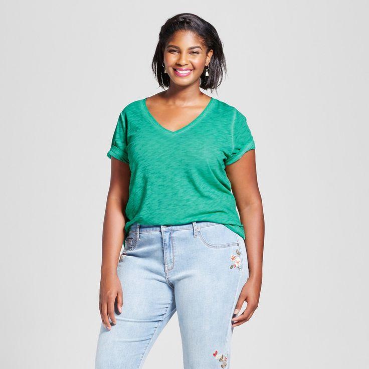 Women's Plus Size V-Neck T-Shirt - Ava & Viv Green 2X, Acacia Leaf