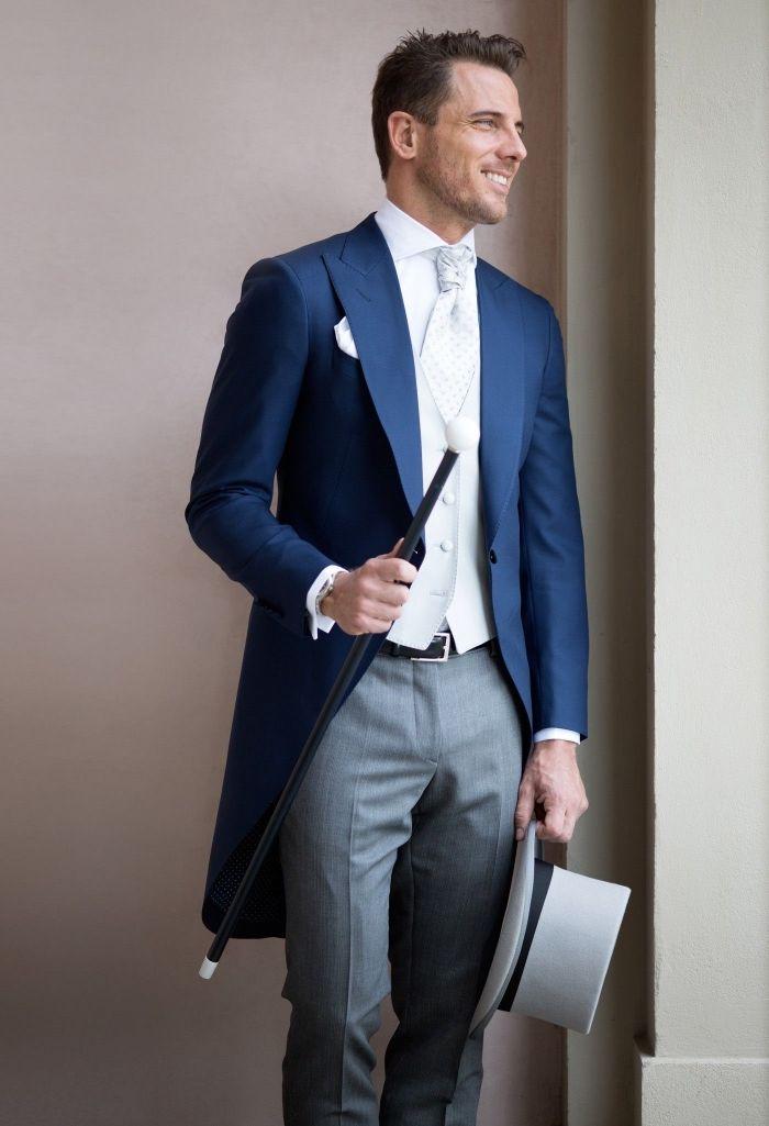 Tenue de marié formel et classique redingote homme veste bleu marine  pantalon gris gilet gris clair 9287850e1f3