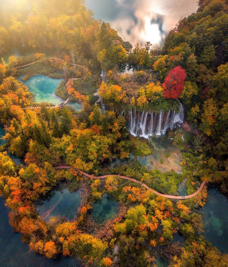 "22.5k aprecieri, 134 comentarii - Nature (@nature) pe Instagram: ""The gorgeous @nature colours of autumn ~ Plitvice National Park, Croatia. Photo by @jordanmcfal…"""