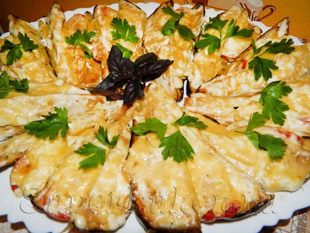 запеченные баклажаны с сыром и помидорами в духовке