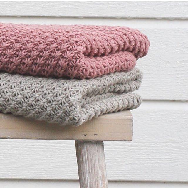 #ringblomstbabyteppe finner du oppskrift på i #strikkekalender boka vår :) #klompelompe baby blanket :)