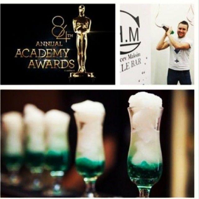 """Редакция Cosmo @cosmopolitan_russia наблюдала за премией """"Оскар"""" в прямом эфире вместе с MOBILE BAR CH.M  #cocktailbar #выездныемобильныебары #выезднойбар #cosmopolitan"""