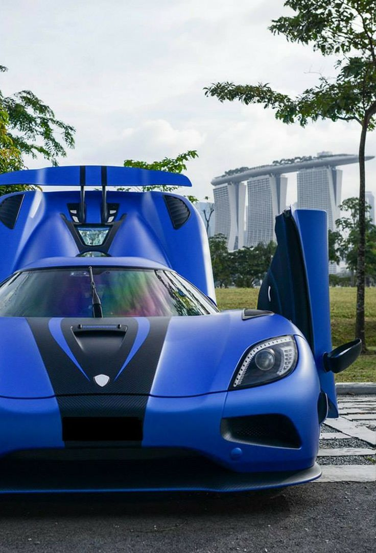 Blue and Carbon, strong distinguished combination. Koenigsegg Agera car wrap foil vinyl