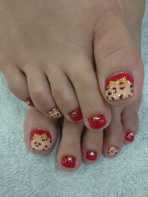 Wow now that pedicure is super cute!