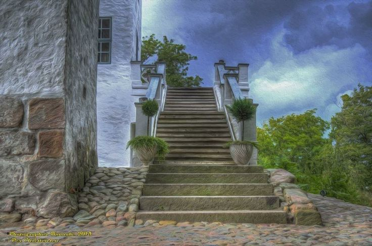 Thanks to Per Christensen for the beautiful picture of the outdoor stairway at Dragsholm Slot.