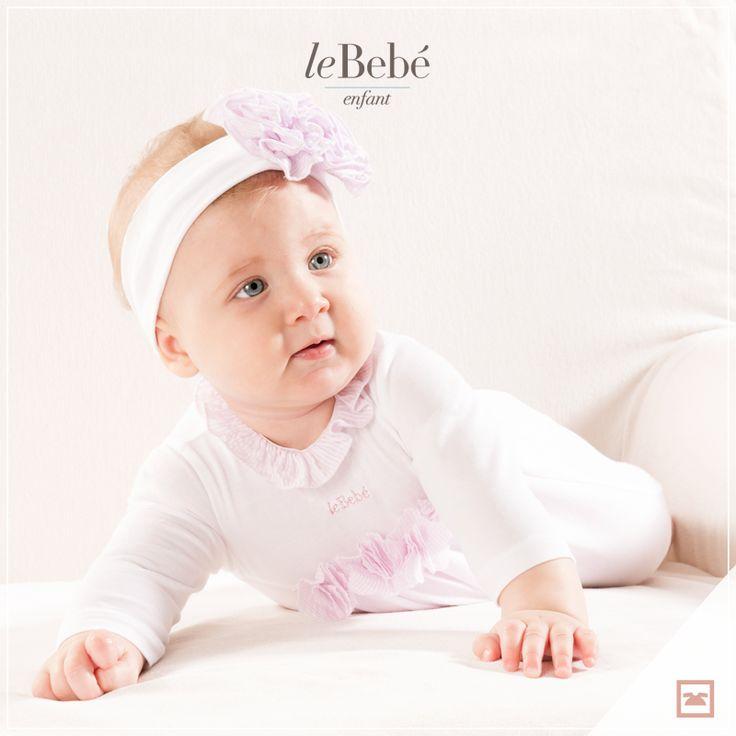 Per sgambettare in tutta libertà ma anche per iniziare a gattonare, una pratica tutina in puro cotone con applicazione di roselline in tulle, da indossare con una simpatica fascia per capelli. :) www.lebebe.eu/it/brand/lebebe_enfant  #fieradiesseremamma #lebebé #enfant #modabimbo #baby #fashion