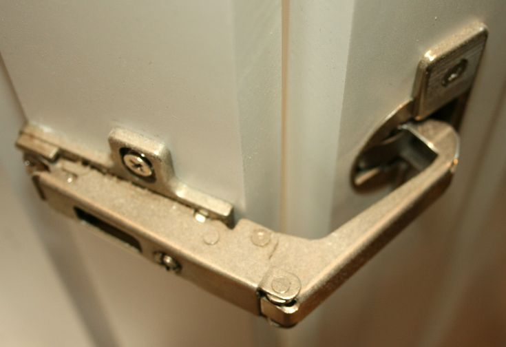 kitchen cupboard hinge - opening 270degrees opening to lay flat on wall